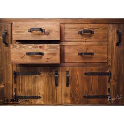 Kommode aus altem Holz und altem Metal
