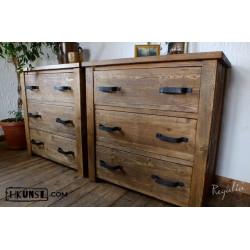 Schubladenkommode aus altem Holz und altem Metal