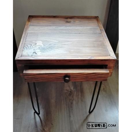 kleine Couchtisch / Nachttisch mit Schublade, Altholz